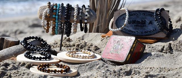 náramky v písku