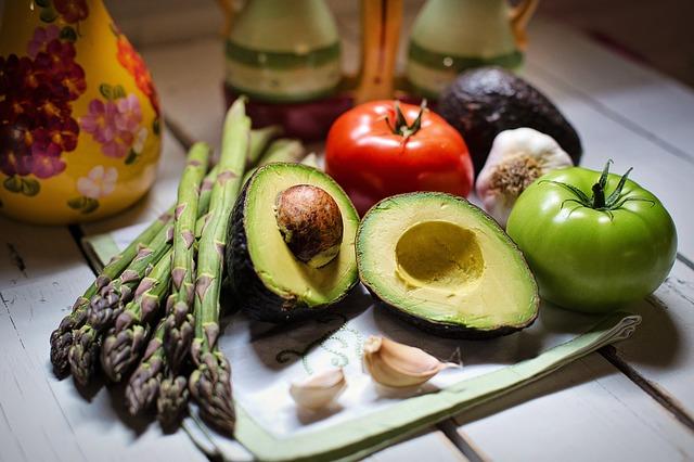 avokádo se zeleninou