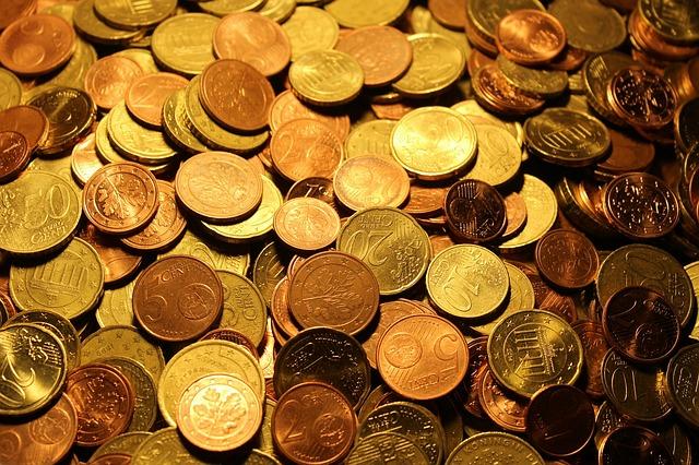 hromada zlatých euro centů