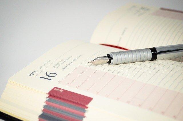 Zápisník, pero, kalendář
