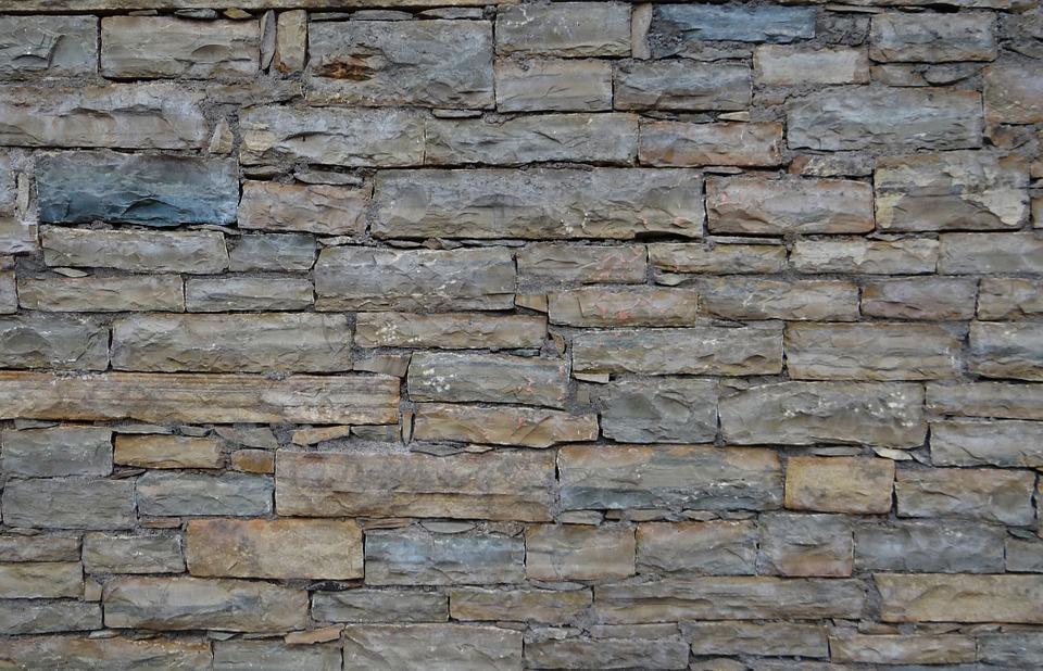 Proč se někdy používá kamenný obklad na zdi?